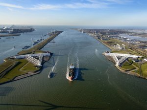 Rotterdam Begins Deepening of New Waterway