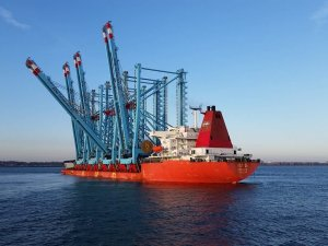 New Cranes Arrive at APM Terminals in Port of New York and New Jersey