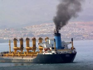 Vessels Warned over Smoke Emissions in Singapore