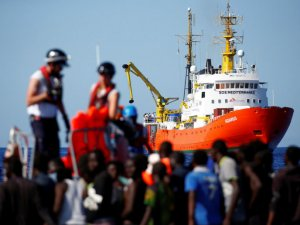 Italy Cries 'Victory' as Spain Opens Port to Rescued Migrants