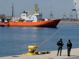 Humanitarian Boat Turned Away by Italy Arrives in Spain