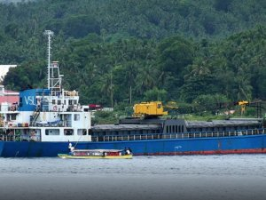 Freighter Grounded at Papua New Guinea's Kimbe Port