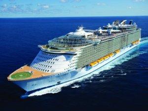 Oasis of the Seas Maneuver into St. Thomas
