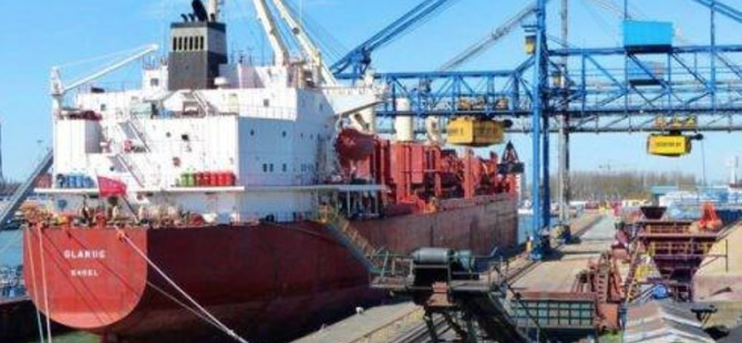 Nigerian Pirates Kidnap 12 Crew from Swiss Cargo Ship