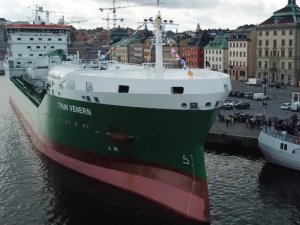 Thun Tanker Christens LNG-Fueled Ship in Stockholm