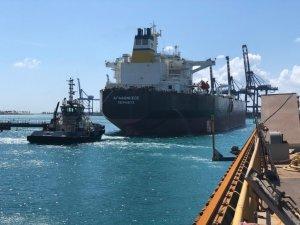 First Vessel Docks at Grand Bahama Shipyard after Hurricane Dorian
