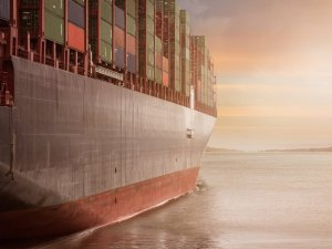 Performance Shipping Offloads Post-Panamax Boxship