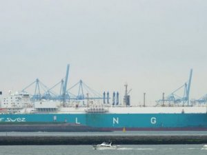 PETRONAS Conducts Its 3rd LNG Break-Bulking STS Tansfer