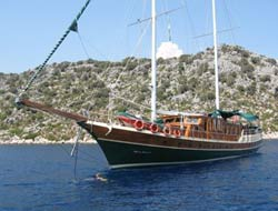 Turkish yatch runs aground