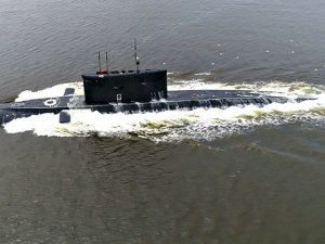 Pacific Fleet submarine launches torpedo attack at adversary warships at drills