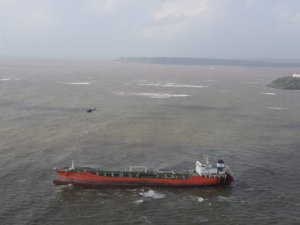 Dutch Salvage Firm to Refloat Grounded Tanker off India