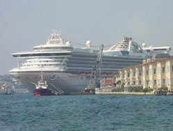 Izmir Port attack at cruise tourism