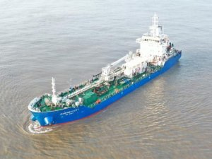 Singapore's 1st LNG-Powered Bunker Tanker Delivered