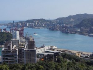 CCTC fixes larger cranes, adding capacity, in Keelung