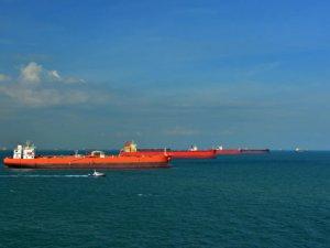 Saudi Arabia Tanker Power Play Could Backfire as Oil Demand Shrinks