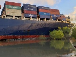 Containership Runs Aground on Lower Mississippi