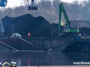 Coal barge broke in two, sank at Dillingen port, Germany