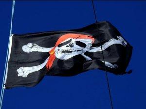 Dryad: 8 crew members held hostage on board boxship off Benin