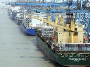 Indian govt allows crew changes at country's ports