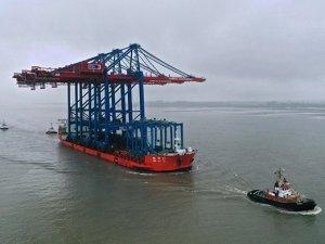 HHLA receives two more mega-ship cranes
