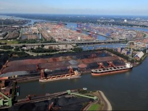 Hamburg Reports Steep Declines in Cargo Volume