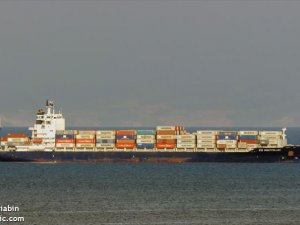 Hapag-Lloyd Containership Quarantined in South Africa After Crew Members Test Positive for Virus