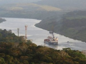Bulker Damages Railroad Bridge in the Panama Canal