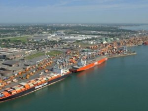 Montreal Dockworkers Plan 40 Hour Stoppage
