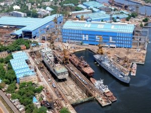 11 Killed in Crane Collapse at Indian Shipyard