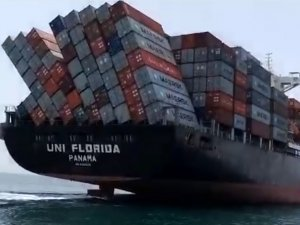 Boxship Arrives in UAE With Toppled Containers