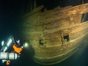 Amateur Dive Team Discovers Rare 17th-Century Dutch Shipwreck