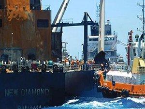 Salvage Teams Board Burnt Out VLCC New Diamond off Sri Lanka