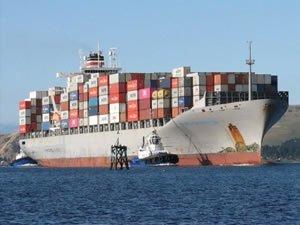 Maersk Launceston boxship collides with Greek minesweeper off Piraeus