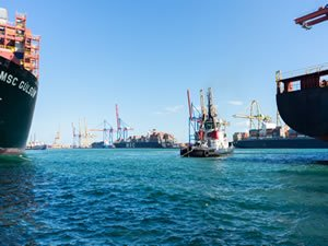 Valencia retains place as best connected port in Spain