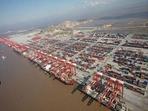 Shanghai first port in the world to handle more than 4m teu in a month