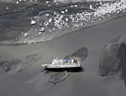 Cruise ship agrounds off Alaska