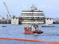 Passanger ship is refloating-live