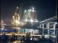Ship crushed Fremantle Bridge