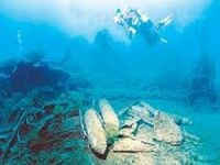 "Divers eye shipwreck ""Majectic"""