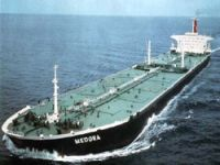 Mixed signals for oil tanker market