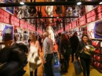 US retail sales rise for third month in row