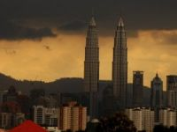 Malaysia's oil firm to cut 1K jobs amid low oil prices