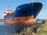 General cargo vessel Heidi blocked shipping way at Randers Fjord after engine failure
