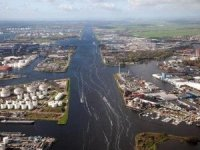 North Sea Canal Ports Transhipment Hits Record 100 MT