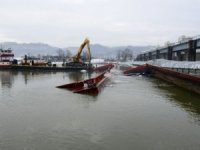 Salvors Remove Barge Pileup on Ohio River