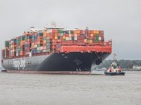 Hapag-Lloyd slashes its emissions by 50 percent, schedules boxship LNG conversion for Q4