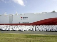 World's Largest LNG-Powered Car Carrier Sails for North America
