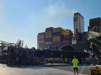 One of the biggest container ships in the world took down crane in Valencia VIDEO